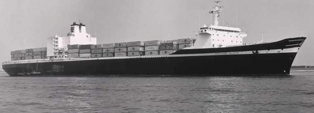 Первый контейнеровоз